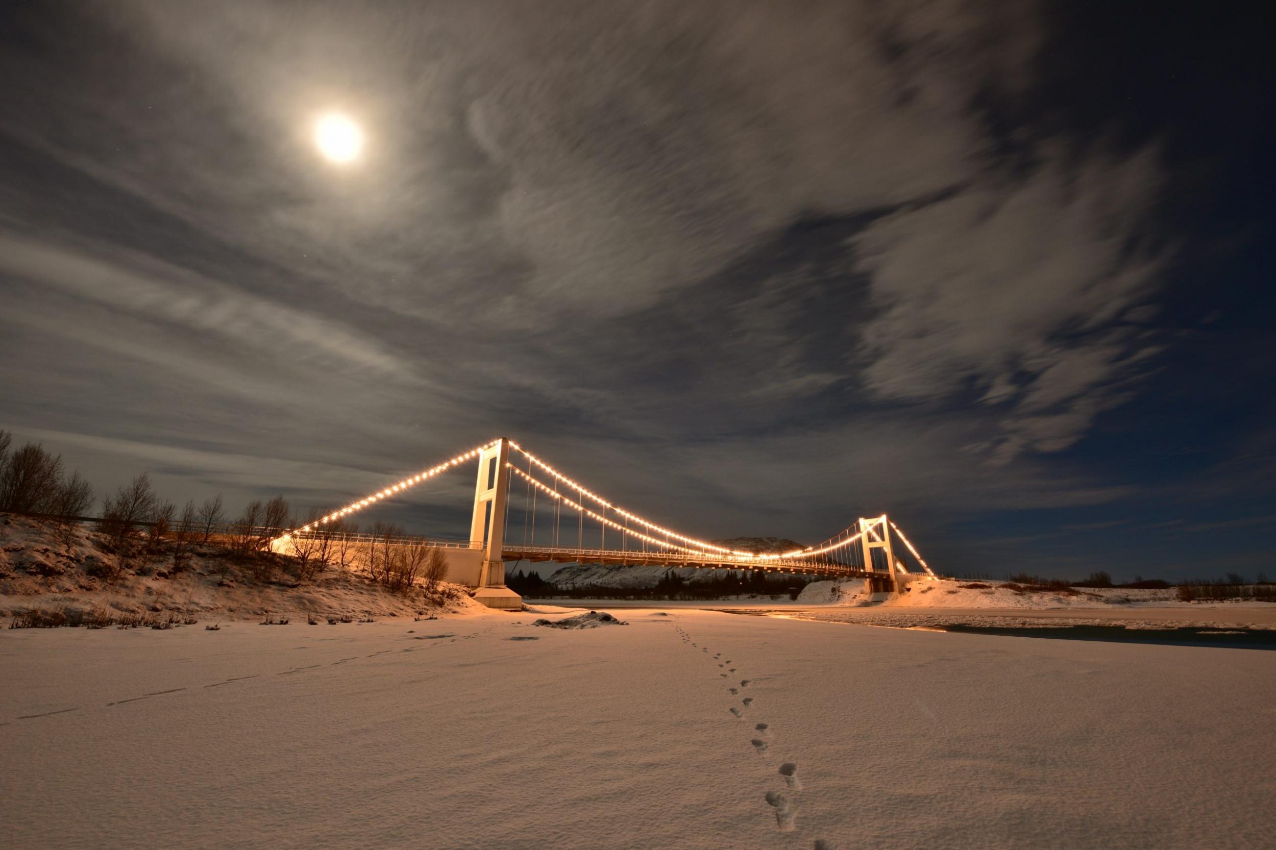 Nachthimmel Erleuchtete Brücke