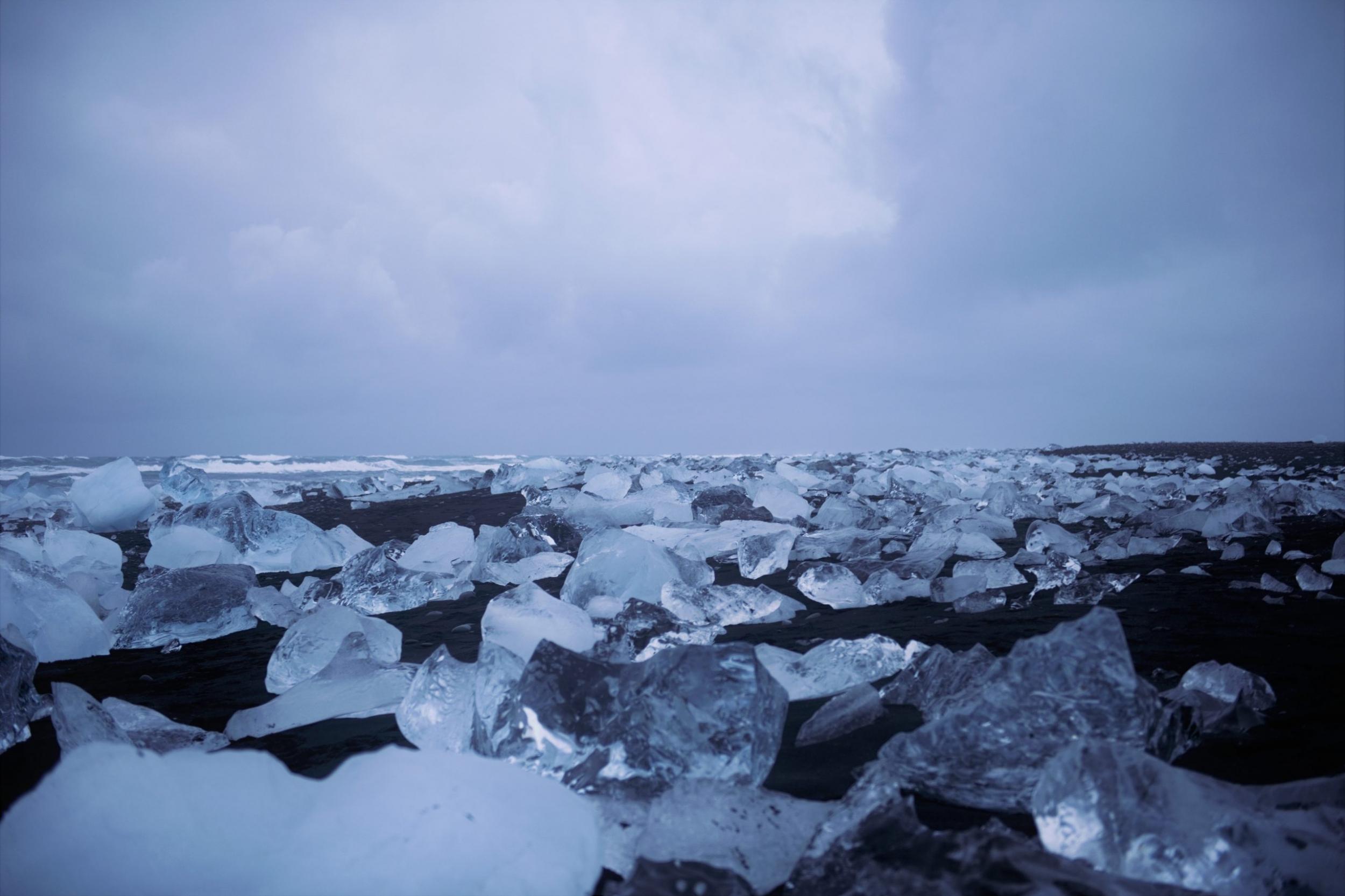Jökulsarlon Eisstücke am offenen Atlantik